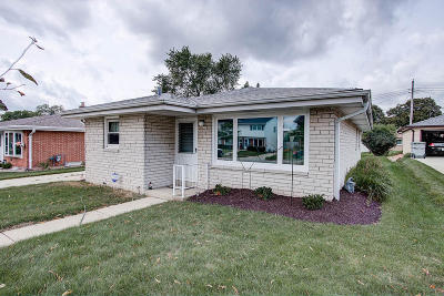 Milwaukee Single Family Home For Sale: 5645 S 29th St