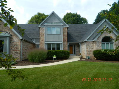 Menomonee Falls Single Family Home For Sale: 6565 N Cedar Ridge Ln #W146