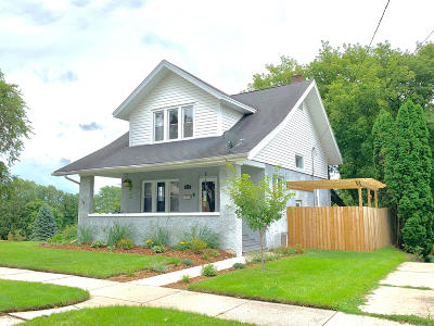 Waukesha County Single Family Home For Sale: 423 Prospect Ave