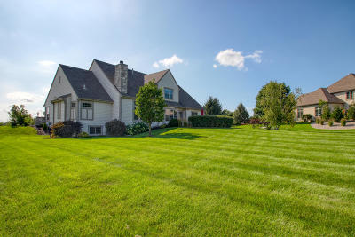 Waukesha Single Family Home For Sale: W288n870 Basque Ct