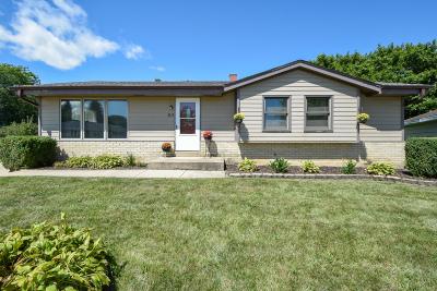 Kenosha Single Family Home For Sale: 4212 87th Pl