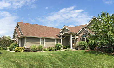 Menomonee Falls Single Family Home For Sale: W131n6576 Crestwood Dr