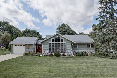 Brookfield Single Family Home Active Contingent With Offer: 935 S Elm Grove Rd