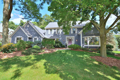 Brookfield Single Family Home Active Contingent With Offer: 1280 Barrington Woods Dr