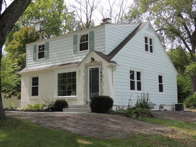 New Berlin Single Family Home For Sale: 1637 S Triangle Ave