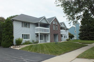 Waukesha Condo/Townhouse Active Contingent With Offer: 2008 Woodburn Rd #C