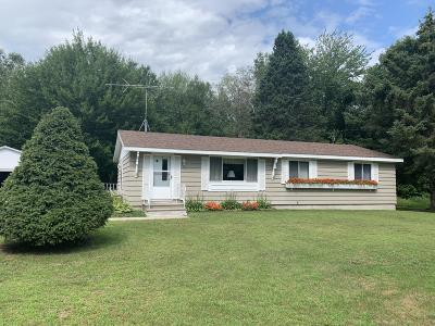 Single Family Home Active Contingent With Offer: N2193 Krause Rd