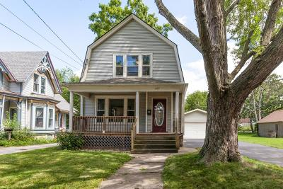 Waukesha Single Family Home Active Contingent With Offer: 427 Barney St