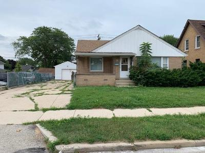 Greenfield Single Family Home Active Contingent With Offer: 4917 W Forest Home Ave