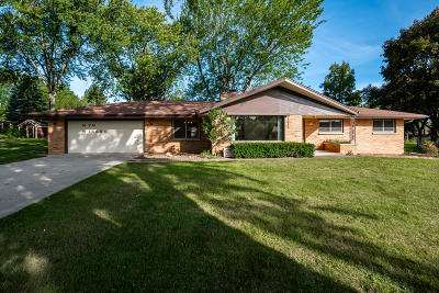 Menomonee Falls Single Family Home Active Contingent With Offer: N76w14884 Clare Dr