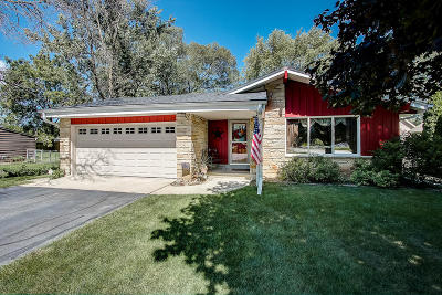 Muskego WI Single Family Home Active Contingent With Offer: $274,900