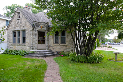 West Allis Single Family Home For Sale: 2101 S 107th St