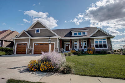 Waukesha Single Family Home Active Contingent With Offer: 1425 Mohican Tr