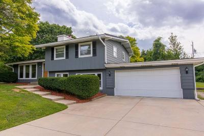 Oak Creek Single Family Home Active Contingent With Offer: 201 E Jewell St