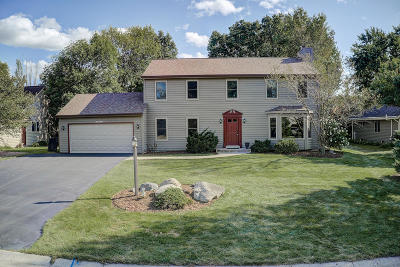 Menomonee Falls Single Family Home Active Contingent With Offer: N52w14385 Thornhill Dr