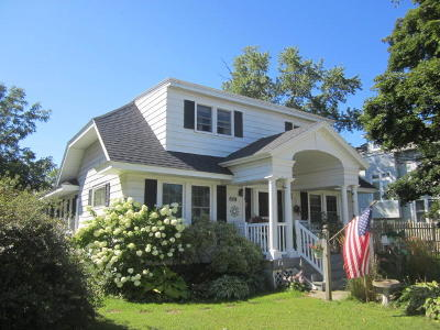 Single Family Home Active Contingent With Offer: 2727 Hall Ave