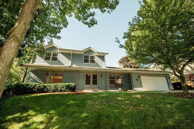 Waukesha Single Family Home For Sale: 2129 Harris Highland