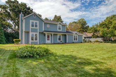 Waukesha Single Family Home Active Contingent With Offer: N24w22543 Meadowood Ln