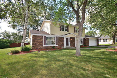 Brookfield Single Family Home For Sale: 945 Greenridge Ter