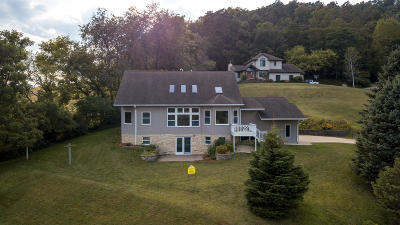 Coon Valley Single Family Home For Sale: 140 Hoff Ln