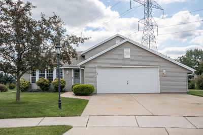 Waukesha Single Family Home Active Contingent With Offer: 1905 Crossbow Ct