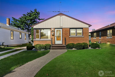 Kenosha Single Family Home Active Contingent With Offer: 2916 23rd Ave