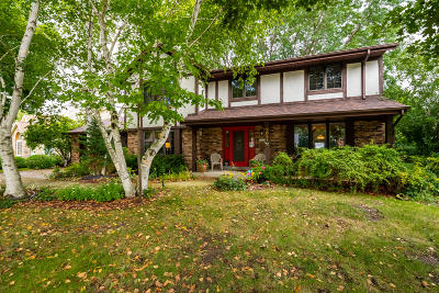 Waukesha Single Family Home Active Contingent With Offer: 3051 Cone View Ln