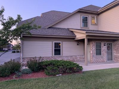 Menomonee Falls Condo/Townhouse Active Contingent With Offer: N55w17162 Ravenwood Dr