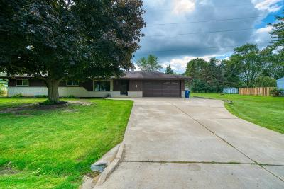 Oak Creek Single Family Home Active Contingent With Offer: 1237 E Randy Rd