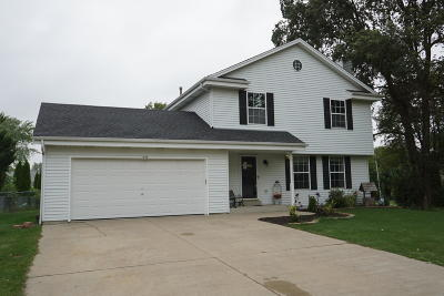 Oak Creek Single Family Home Active Contingent With Offer: 970 E Mackinac Ave
