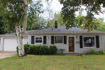 Waukesha Single Family Home For Sale: 1313 Dopp St