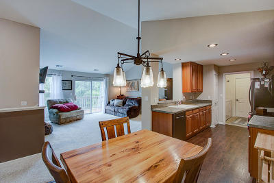 Pewaukee Condo/Townhouse Active Contingent With Offer: N17w26535 Meadowgrass Cir #F