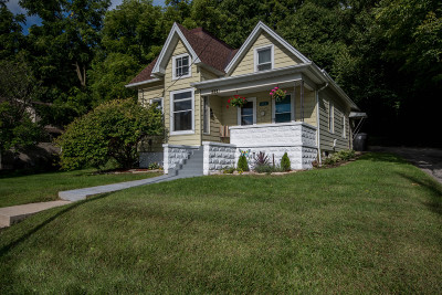 Waukesha Single Family Home Active Contingent With Offer: 634 E North St