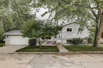West Allis Single Family Home Active Contingent With Offer: 864 Hayes Ave