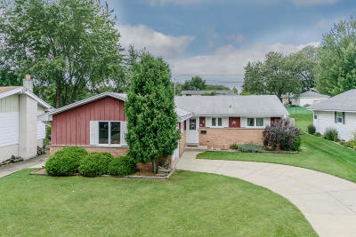 South Milwaukee Single Family Home For Sale: 608 Wilow Ln