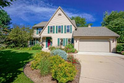 Pewaukee Single Family Home For Sale: W276n2618 Lily Ct E