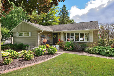 Menomonee Falls Single Family Home Active Contingent With Offer: W200n9488 Woodside Ln