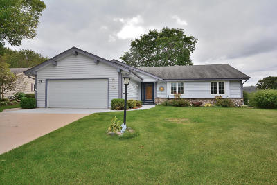 Menomonee Falls Single Family Home Active Contingent With Offer: N77w16279 Countryside Dr
