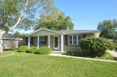 Kenosha Single Family Home Active Contingent With Offer: 4513 Harrison Rd