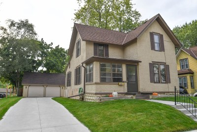 Waukesha Single Family Home For Sale: 220 Waverly Pl