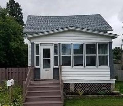 Menominee Single Family Home For Sale: 1309 28th Ave