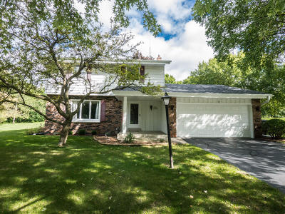 Waukesha Single Family Home Active Contingent With Offer: S65w25080 Verta Vista Dr