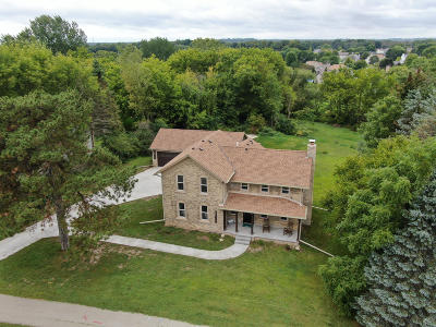 Muskego Single Family Home For Sale: S82w17262 Woods Rd
