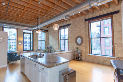 Milwaukee Condo/Townhouse For Sale: 205 N Water St #304