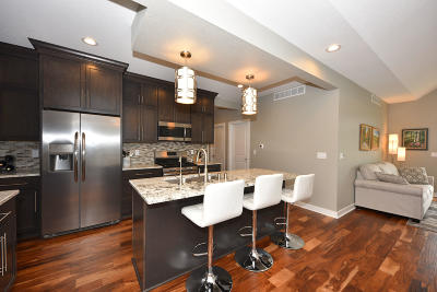 Lannon Condo/Townhouse For Sale: 21665 S Weather Edge Cir