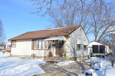 Kenosha Single Family Home For Sale: 2612 26th St