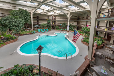 Greenfield Condo/Townhouse For Sale: 5200 S Tuckaway Blvd #122