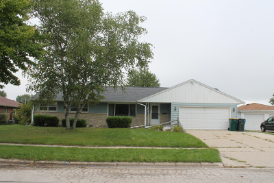 West Bend Single Family Home For Sale: 609 James Ct