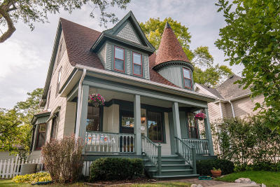 Wauwatosa Single Family Home For Sale: 1105 Glenview Ave