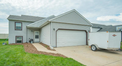 Waukesha Single Family Home For Sale: 1226 Lombardi Way